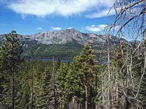 hiking-desolation-wilderness